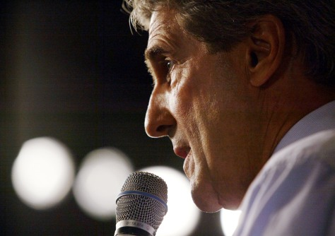 John Kerry Campaigns In Florida And Ohio