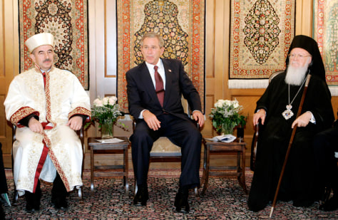 US PRESIDENT GEORGE W BUSH AND RELIGIOUS LEADERS MEET IN ISTANBUL