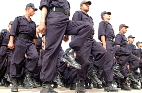 Hundreds of new Iraqi police officers pa