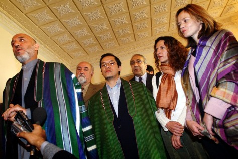 Image: Freed U.N. hostages with Afghan president.
