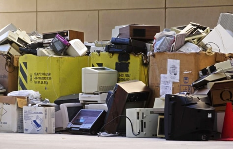IMAGE: COMPUTERS, ELECTRONICS BEING RECYCLED