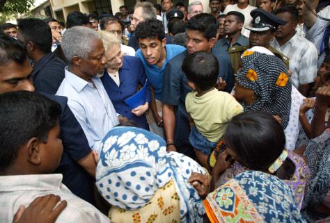 Kofi Annan visits refugee camps in Sri Lanka