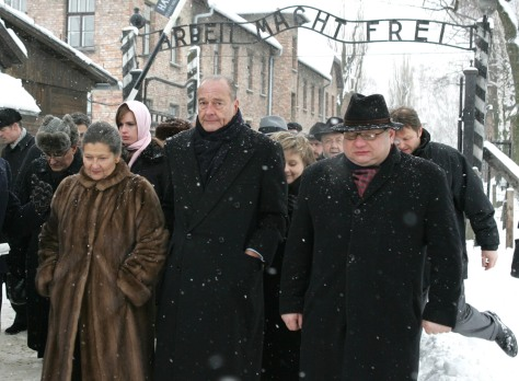 French President Chirac accompanied by Holocaust survivor and Polish Interior Minister Kalisz arrives in Auschwitz