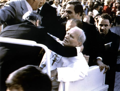 Image: Pope John Paul II injred after 1981 shooting.