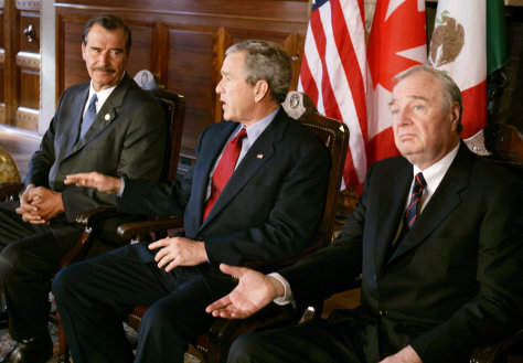 U.S. President George W. Bush speaks with Canadian Prime Minister Martin and Mexican President Fox in Waco