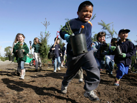 CHILDREN RUN TO PLANT TREES ON EARTH DAY