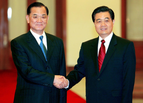Image: China's President Hu Jintao, right, with Taiwan's opposition leader Lien Chan.
