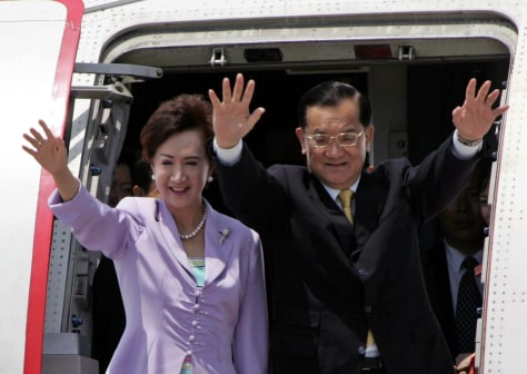 Image: Taiwan's opposition leader Lien Chan, right, and his wife.