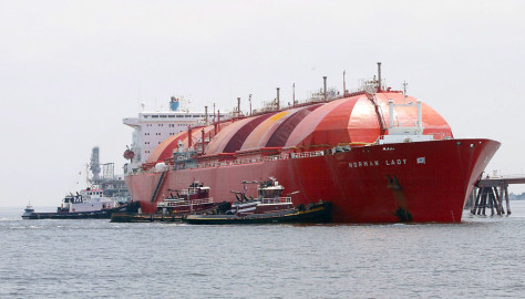 TANKER WITH LIQUIFIED NATURAL GAS