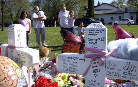 MEMORIAL TO SLAIN GIRLS