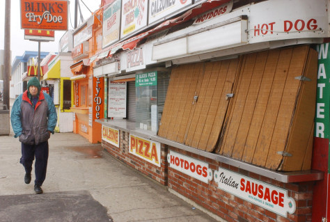 IMAGE: CLOSED SHOPS AT HAMPTON BEACH