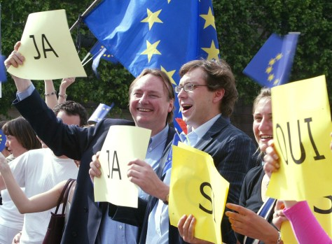 "Image: Activists call for a ""yes"" vote on the European constitution."