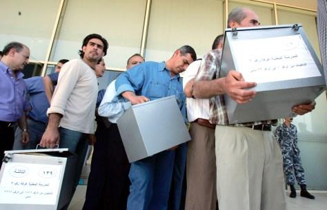 Image: Lebanese ballot workers