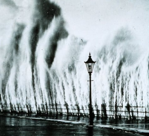 wave from 1938 hurricane strikes seawall