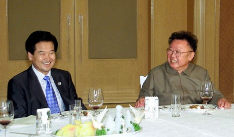 Image: Kim Jong Il, right, with South Korea's unification minister.