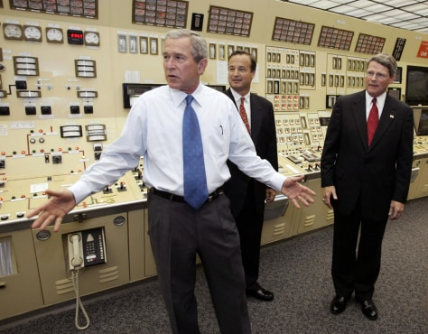 IMAGE: BUSH AT NUCLEAR PLANT'S CONTROL ROOM