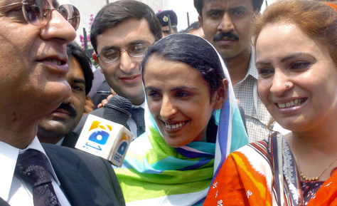 Image: Pakistani gang rape victim Mukhtar Mai, center.