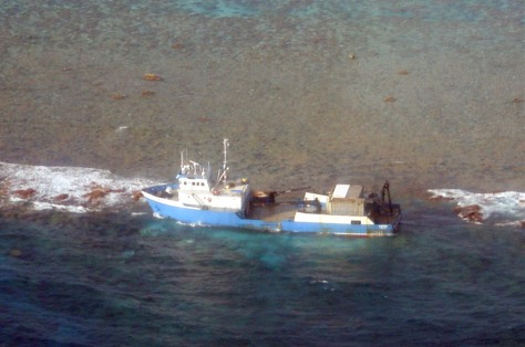IMAGE: SHIP STUCK ON REEF