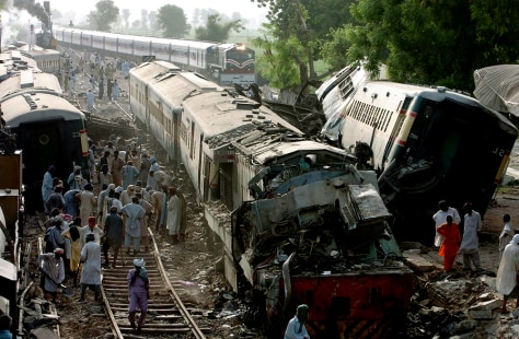 Image: Pakistani railway workers