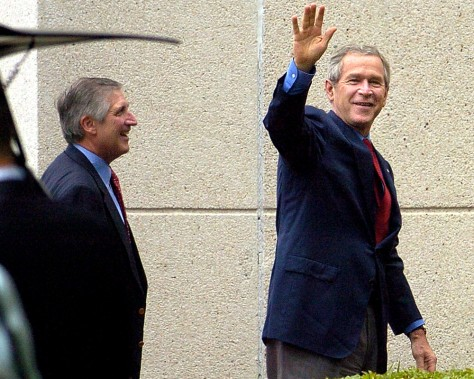 Image: Bush arrives for physical