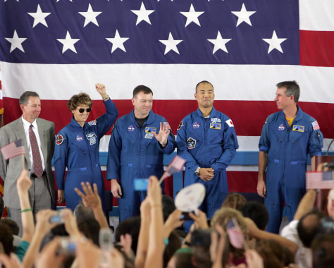 Image: Discovery astronauts