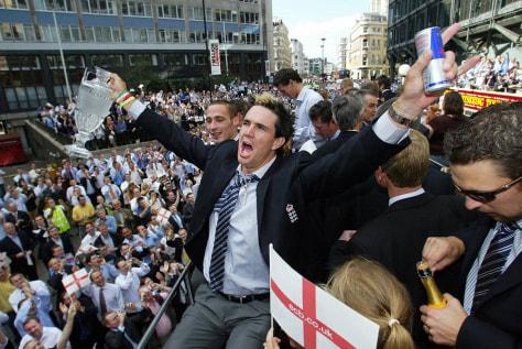 England cricketer Kevin Pietersen celebr