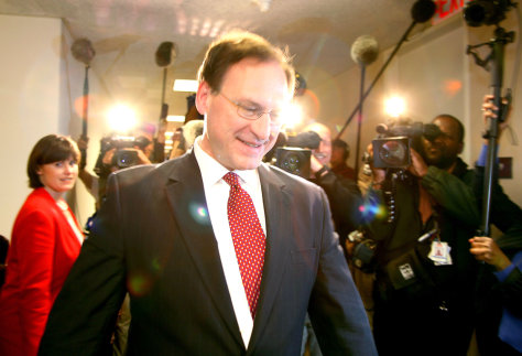Supreme Court nominee Alito arrives to meet Senator Kohl in Washington