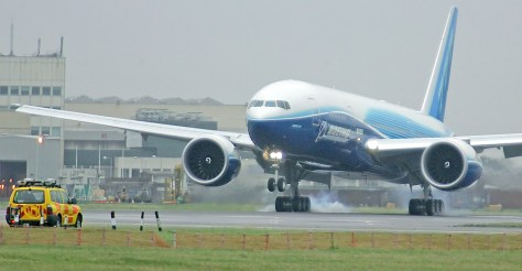 A Boeing 777-200LR touches down in London