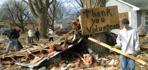 Image: Tornado cleanup