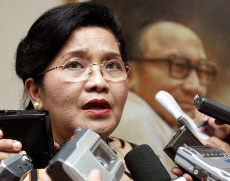 Indonesia's Health Minister Siti Fadillah Supari speaks to journalists in Jakarta