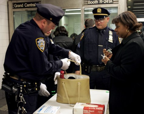 Image: Bag search in New York