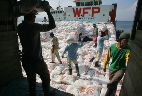 Image: Aid boat near Banda Aceh