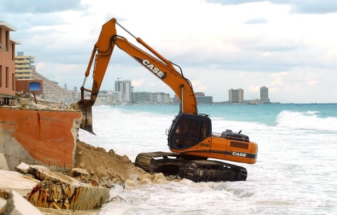IMGE: Cleaning up Cancun