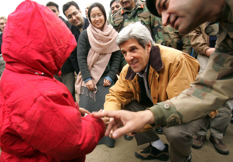 Image: John Kerry in Pakistan