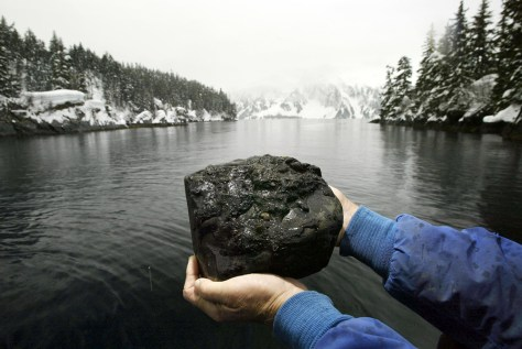 IMAGE: OIL-COVERED ROCK