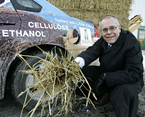 IMAGE: STRAW AND ETHANOL CAR