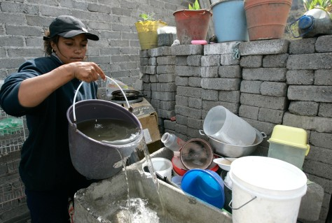 MEXICO: CLEANING DISHES WITH BUCKET WATER