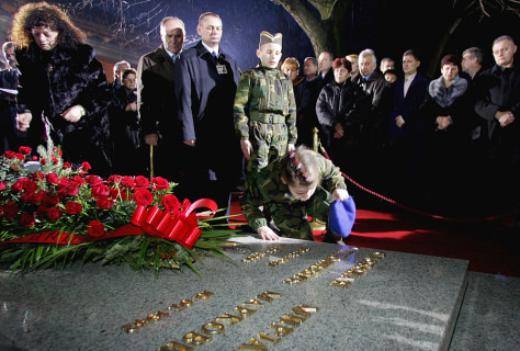 IMAGE: Milosevic burial