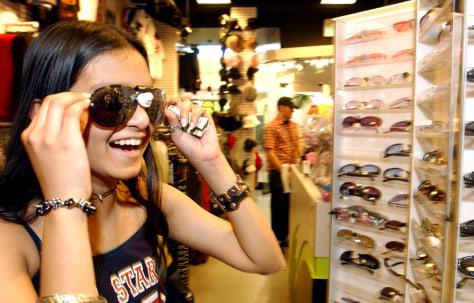 Image: Teen shopper