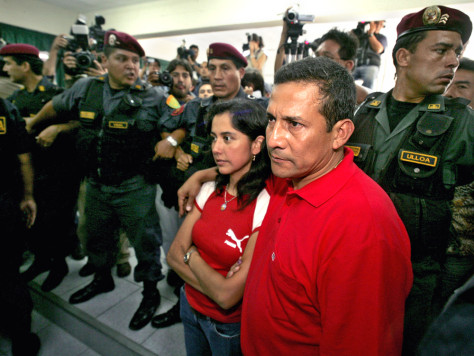 Soldiers surround Peruvian candidate Ollanta Humala and wife Nadine Heredia