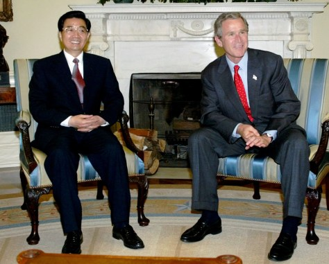 Image: 2002 photo of Bush and Hu.