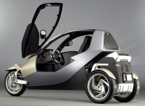 IMAGE: THREE-WHEELED VEHICLE