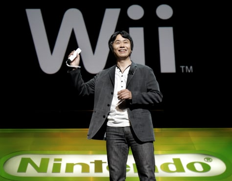 Nintendo exec shows Wii remote control