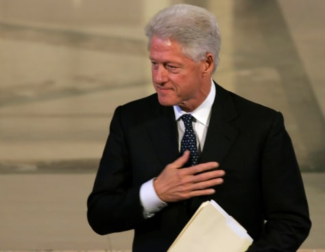 Image: Bill Clinton at Bentsen's service