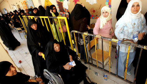 Image: Kuwaiti women wait for their turn to vote