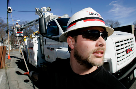 Image: Verizon workers