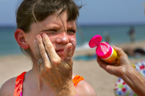 Image: Applying sunscreen