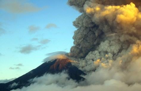 Image: Ecuador's Tunguharua volcano