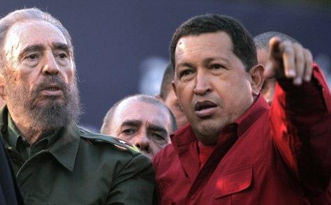 Cuban President Fidel Castro (L) speaks