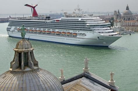 Image: Cruise ship leaving Venice